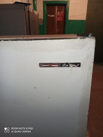 Холодильники рабочий один второй на запчасти