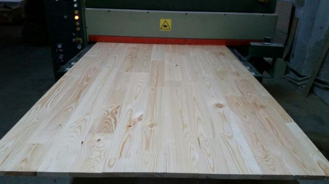 OFERTA Blat din lemn masiv de pin pentru spatii de lucru sau mese.
