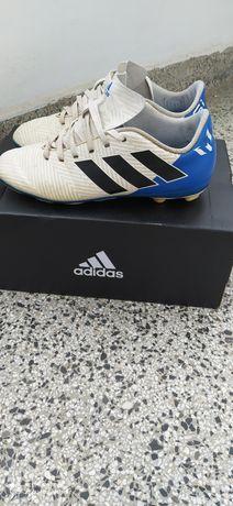 Футболни обувки (бутонки)