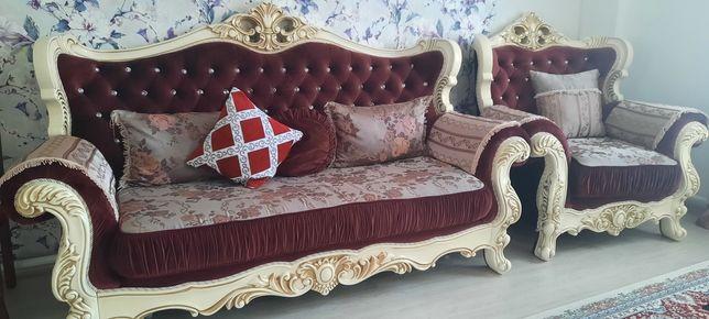 """Срочно  продам  диван        с  двумя   креслами  """" ИМПЕРИЯ """"      ."""