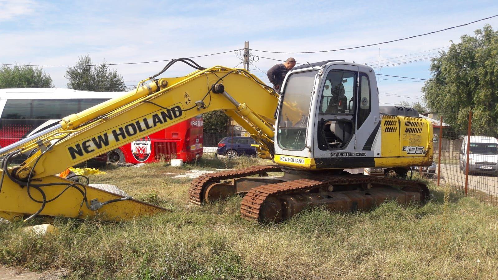 Dezmembrez Excavator New Holland Kobelco E195B/Fiat Kobelco, an 2007
