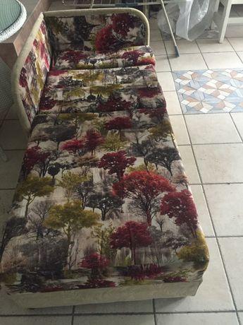 Продам диван раздвижной. Красивой расцветки
