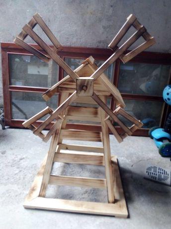 Дървена мелница декорация