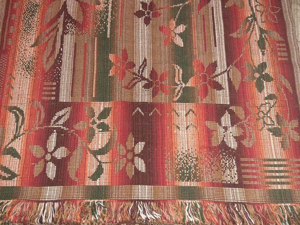 Ръчно тъкани стари но като нови килими и пътеки и Лот китеници в бяло