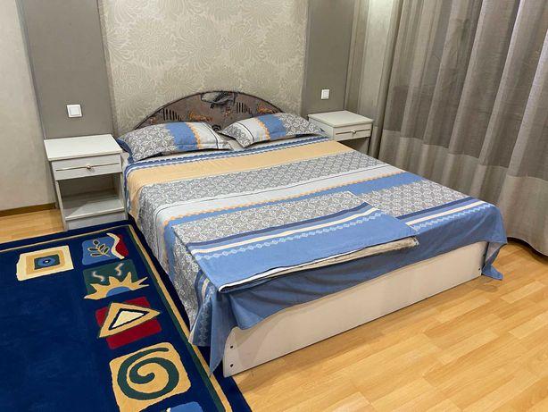 Спальный гарнитур польский б/у: кровать, тумбочки, шкаф, комод, столик