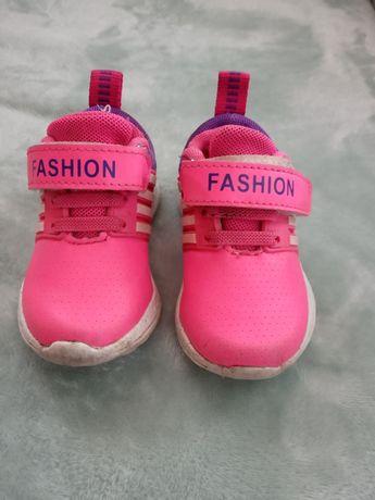 Продаю детские кроссовки