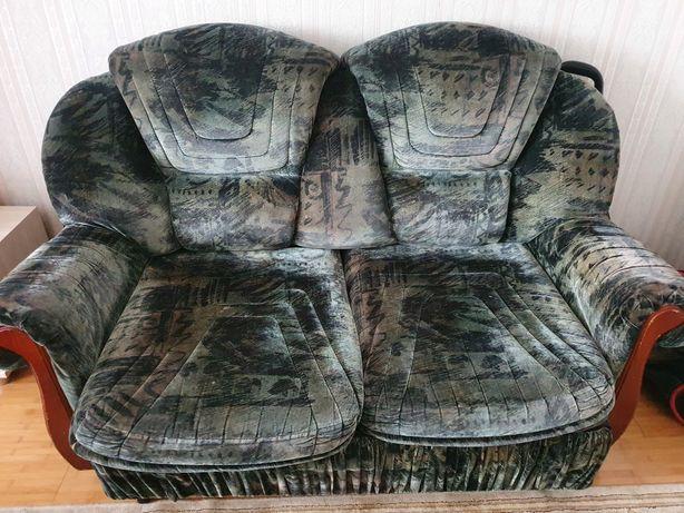 Продам 2 дивана .