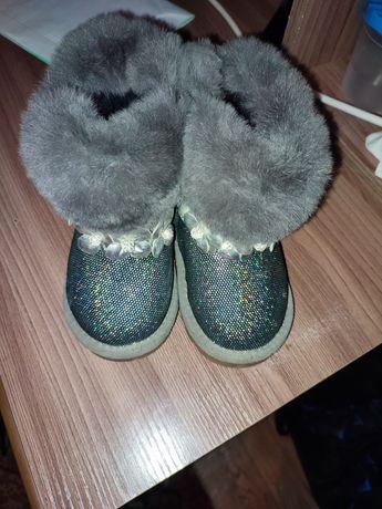 Продам зимнию обувь на девочку.