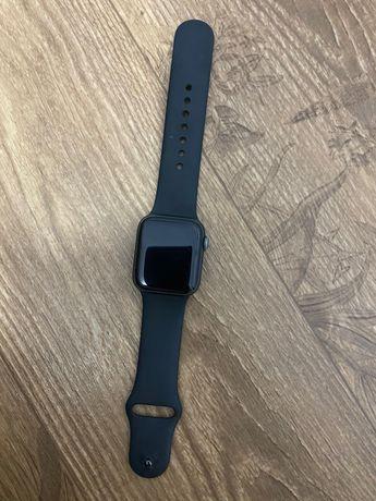 Продам Apple Watch 4, 40 черные