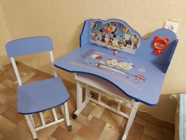 Поодается детский школьный стол и столик