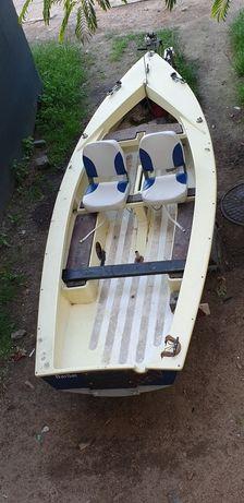 Barca pescuit cu peridoc