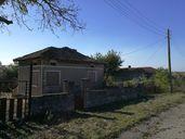 Продавам къща с двор в село Росеново област Добричка