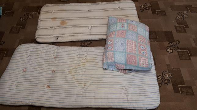 Отдам два б/у детских матраса и подушку
