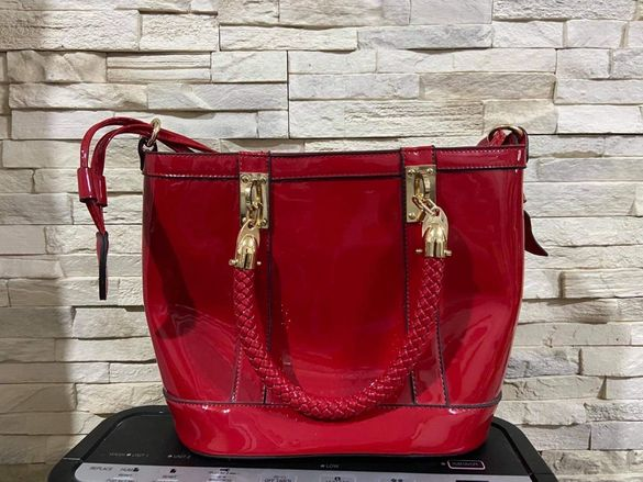 Дамска лачена чанта