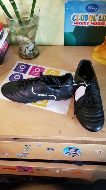Adidasi fotbal Sondico nr 39