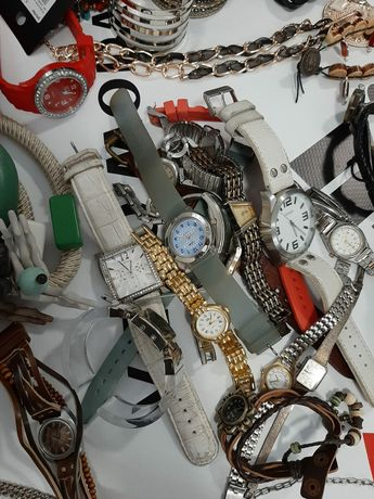 Depozit haine second hand vinde gablonțuri/bijuterii/accesorii