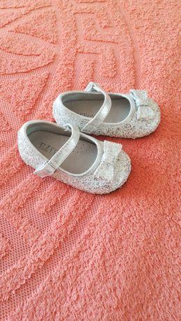 продам детские сандали. 1раз только одели