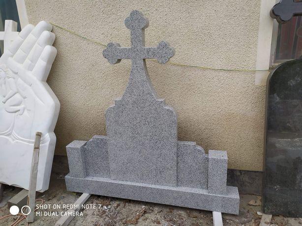 Monument funerar complet/scrisul inclus