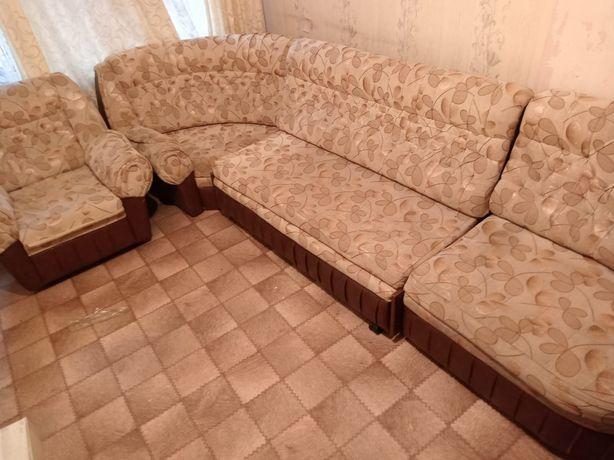 Продаётся мягкий уголок диван