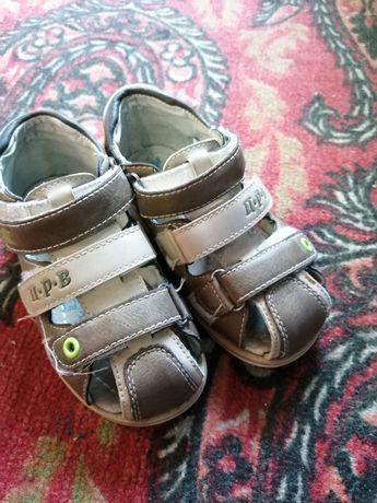 Продам сандалии детские