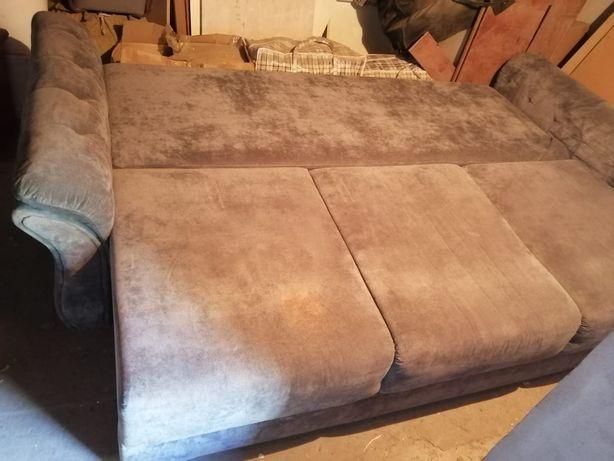 Большой диван с 3 подушками