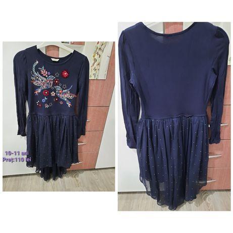 Vând rochie de seară(cu trenă) pentru copii 10-11 ani