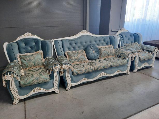 Продаётся новый диван с креслами