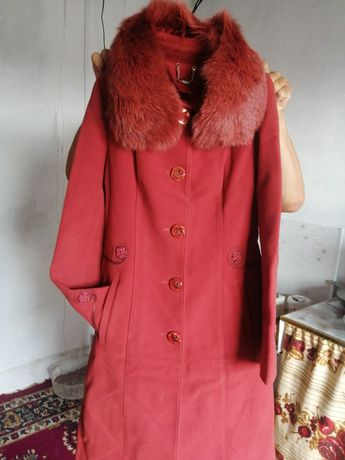 Қыздарға пальто 44 размер сатылады