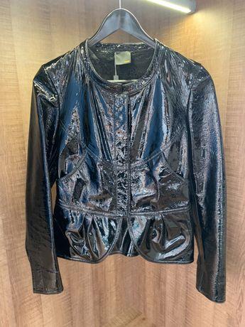 Куртка Фенди, настоящая. Отличное состояние. Покупалась в Саксе.