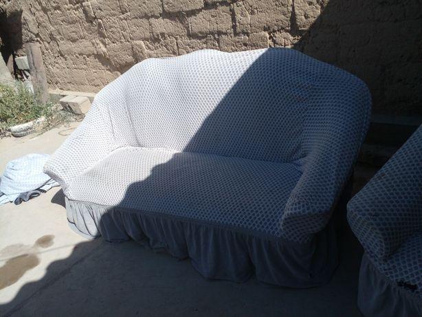 Диван и кресло...