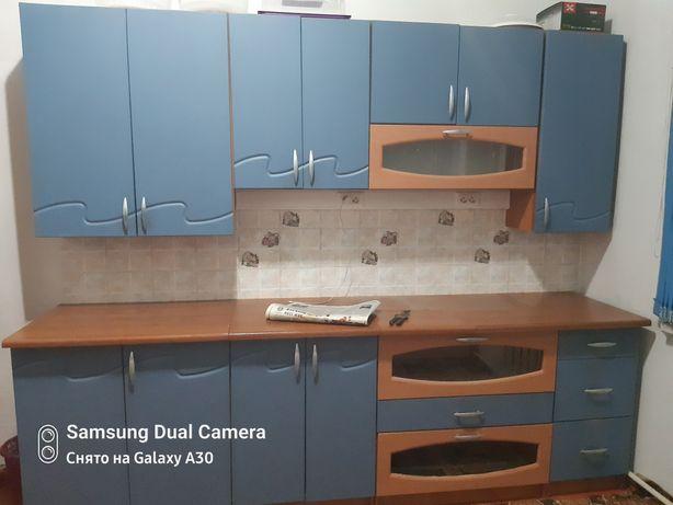 Продам кухонный гарнитур в хорошем состоянии