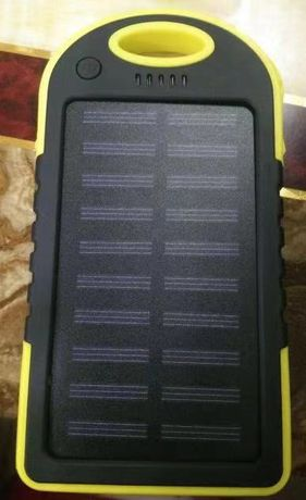Паурбанк и лампа на солнечной батарее