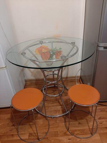 Продаю срочно стол круглый стеклянный+4  табуретки