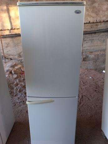 Рабочий двухкамерный холодильник