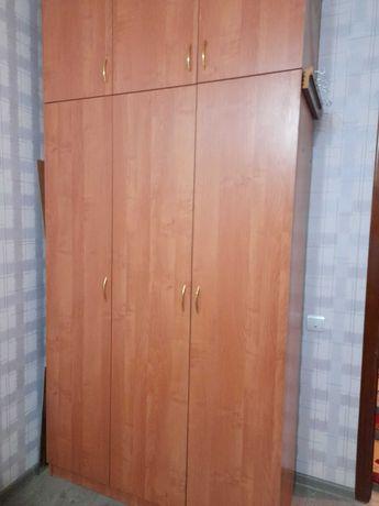 Шкаф 3х дверный или плательный.