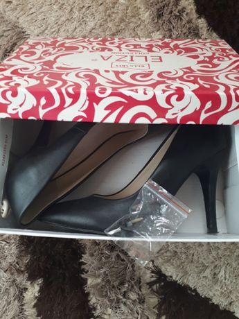 Удобни сандалки и официални перфектни обувки!