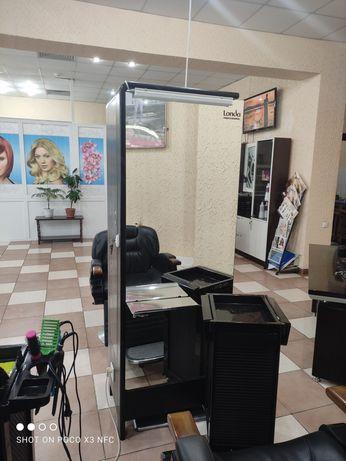 Зеркало шкаф место парикмахера для салона красоты