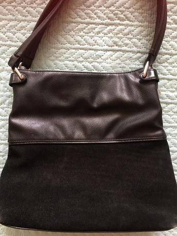 Продавам черна кожена чанта с велур Paolo Botticelli