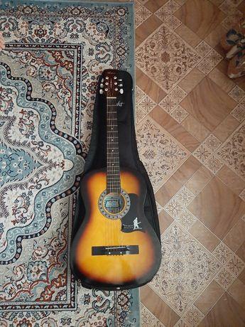 Продам гитару почти новую