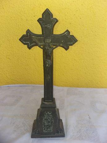Crucifix .
