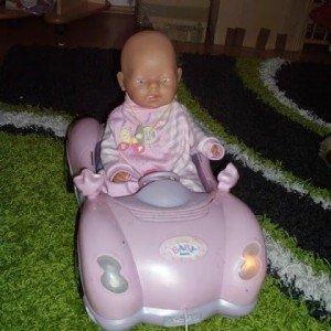 Papusa baby born cu masina ..sunete lumini functii