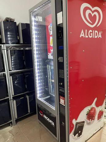 automat inghetata ofer filmare vidio cu Automatul