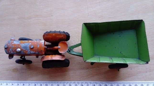 Machetă tractor Renault 3044
