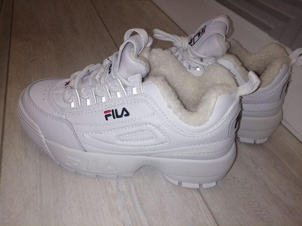 Продам кроссовки женские Fila