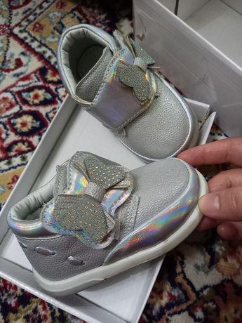 Продам детскую кроссовку