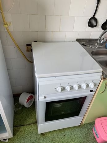 Пподам газ плиту , состояние нормальное .