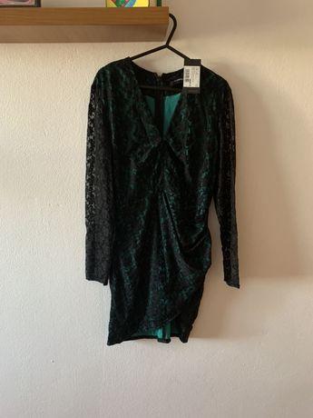 Vand rochie verde cu dantela neagra, noua cu eticheta, mulata