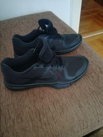 Vand adidasi Nike Flex noi