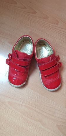 Елегантна детска есенна обувка