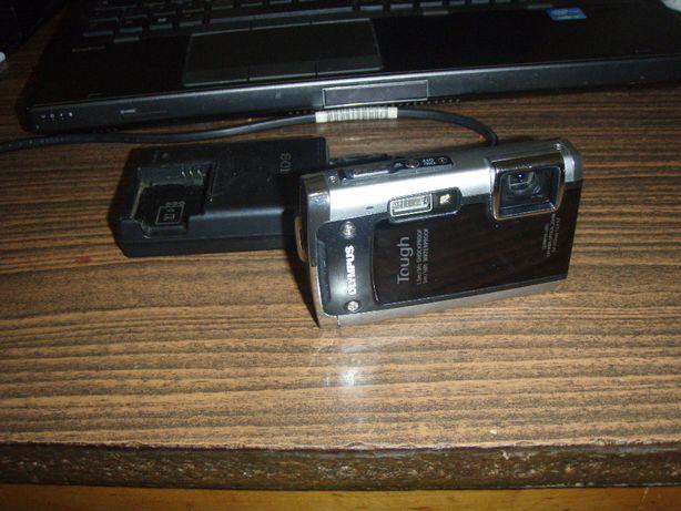 Aparat foto digital 14Mpx Olympus Tough TG-610 + incarcator si card 4G